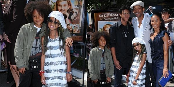 """. 15 Juin 2008 :   Willow Smith et sa famille, à l'avant première de """"Kit Kittredge"""" dans Los Angeles. ."""
