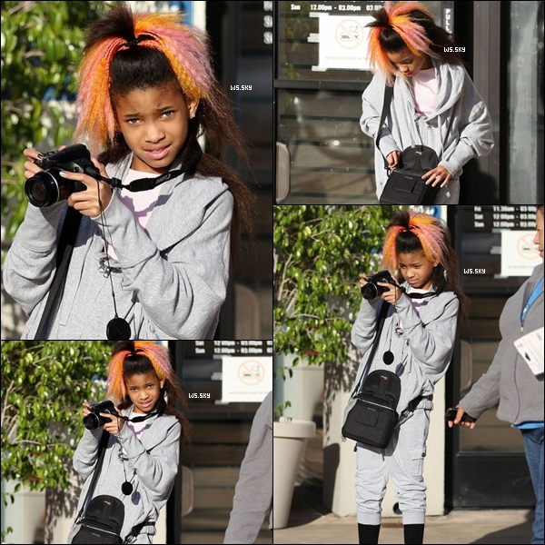 . 28 Mars 2011 :   Willow Smith faisant des photos au Paparazzi dans Calabasas en Californie. .