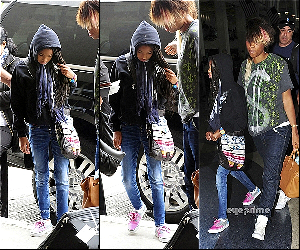 . 14/07/11               Willow Smith toute fatiguée, à été aperçue arrivant le matin à l'aéroport de Los Angeles.  .