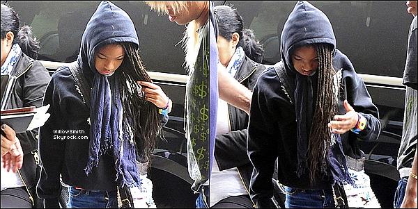 . 14/07/11   Willow Smith toute fatiguée, à été aperçue arrivant le matin à l'aéroport de Los Angeles.  .