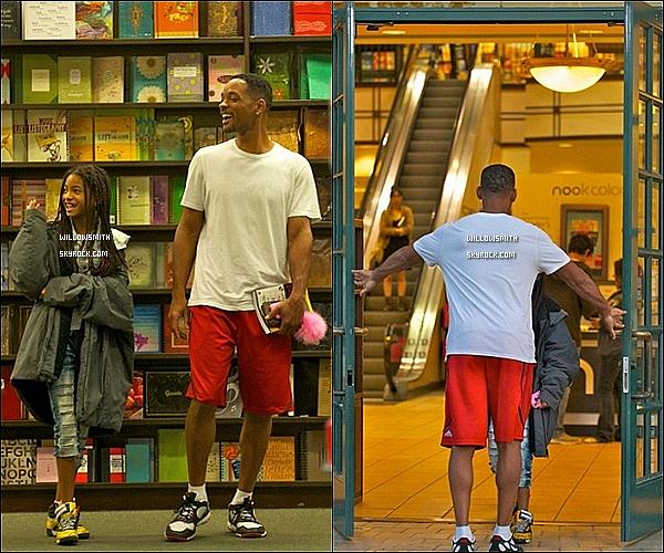 . 25/09/11   Willow célébrant les 43 ans de son père Will Smith et quittant ensuite Barbes & Noble.  .