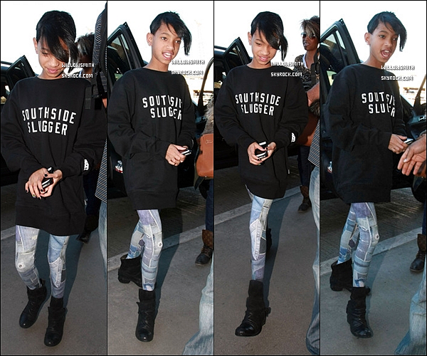 . 13/01/12  : Willow Smith visiblement contente à été vue arrivant à l'aéroport de «LAX » à Los Angeles. Le 14 Janvier , Willow Smith s'est rendue sur le Tapis-Rouge de la cérémonie des Bet Honors 2012. Tu la trouve comment. top ou flop? .
