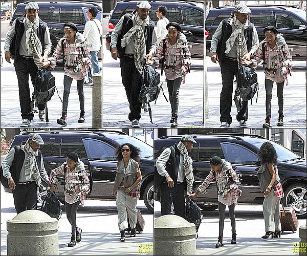 . 05/05 : La famille Smith (sans Jaden) ont été aperçus dans l'après-midi,  arrivant à l'aéroport de LAX à Los Angeles.    ENFIN une nouvelle sortie et en famille sa faisais longtemps qu'on attendais sa. Willow est très proche de son papa sur les photos !       .