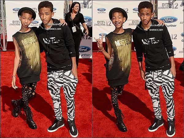 . 01/07 :  Willow présente avec son frère Jaden sur le Red-Carpet de la cérémonie des « B.E.T Awards » dans L.A.    Willow était donc bien présente a la cérémonie et a l'occasion elle a posé comme a la belle et vieille époque avec son frère.    .