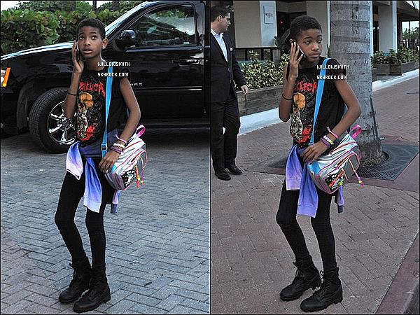 . 19/07 :  Willow pendue a son téléphone à été vu avec sa maman Jada   regagnant leurs hôtel de Miami en Floride.    Mon avis : Enfin des nouvelles de Willow elle était toute jolie et toute naturelle comme a son habitude elle était décontracté.    .
