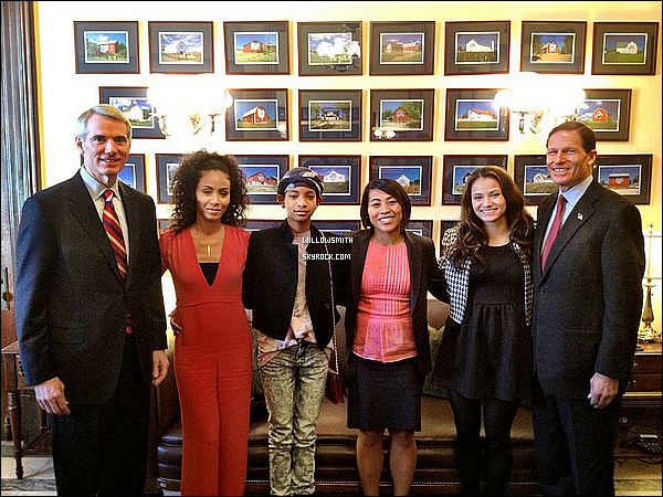 . 14/11 :  Willow et sa mère Jada Pinkett ce rendait au Senate Caucus to End Human Trafficking à Washington, D.C.  Côté look : Willow allait a une réunion avec sa maman Jada Pinkett Smith rien a dire de particulier. juste 2 photo disponible !    .
