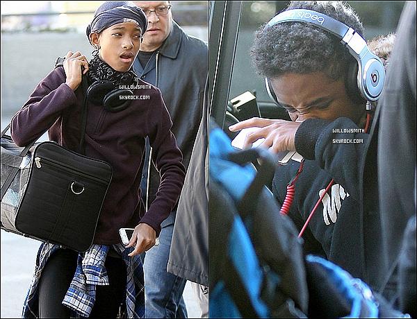 . 20/12 :  Willow & son frère Jaden (Sans Will & Jada) ont été photographié arrivant à l'aéroport  LAX de Los Angeles.  Je n'ai aucune idée de leurs destination prise de plus ils ont été vus tout les deux mais sans Will & Jada mais où sont t'-il passée?   .