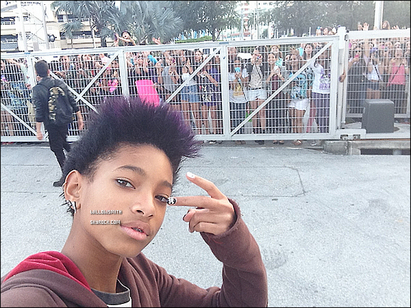 ......  Willow a posté de nouvelles photos personnelles sur son compte Tumblr.    ......