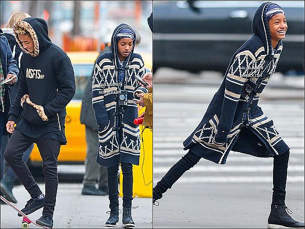 """. 25/02 : Willow & Jaden ont été aperçus posant pour les photographes lors d'un tournage de clip à New York City.  D'après les rumeurs, ils était à New York pour un vidéo shoot pour leurs prochain duo """"Hello"""" titre encore inconnu pour l'instant.    ."""
