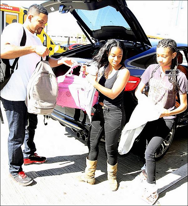 . 11/06 : Willow à été aperçue avec son père et une amie partant pour l'école à Calabasas en Californie,Los Angeles.  + Seulement 1 photo de disponible j'en suis désolé, j'ai fais avec ce que j'ai trouver si d'autres photos apparaît je les ajouterais.       .