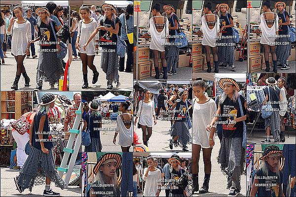 . 28/07 : Notre belle Willow ainsi que Sydney Smith ont été aperçue au Flea Market de Los Angeles en Californie.  Beaucoup de sortie de Willow en ce moment sa fait plaisir sa tenue est vraiment pas mal sur cet candid c'est son style j'aime.      .