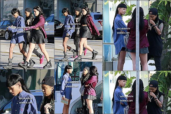 . 21/09 : Willow à été photographiée dans l'après midi, avec Telana et une amie puis papotant dans West Hollywood.  Willow était sublime sur la sortie j'aime beaucoup sa chemise et ces chaussures. Mon avis : c'est un gros top pour ma part ! Et toi?   .