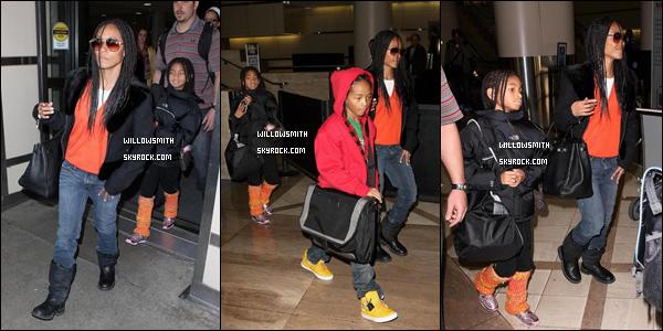. 10 Janvier 2009 :   Willow Smith et sa famille ont été aperçu a l'aéroport de Los Angeles. .