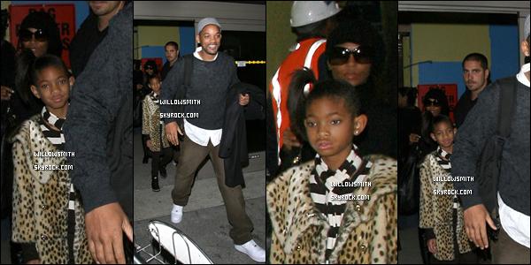 . 12 Décembre 2009 :   Willow et sa famille à l'aéroport LAX à Los Angeles. .