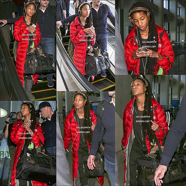 . 14/03 : La belle Willow Smith à été aperçue arrivant à l'aéroport LAX à Los Angeles afin de ce rendre je ne sais où.  Willow était totalement magnifique, j'aime beaucoup ses Dreadlocks et sa tenue c'est plutôt simple et décontracté - top ou flop?    .