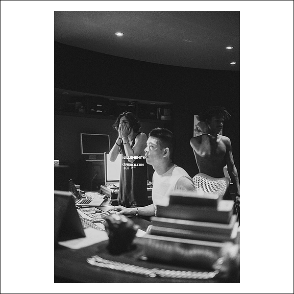 ......  Découvrez de nouvelles photos personnelles de Willow en studio avec sa bande d'amis !   ......