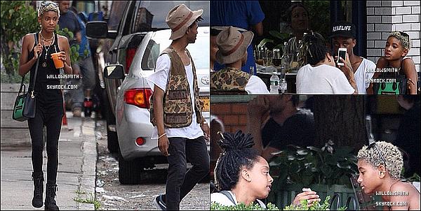 . 27/06 : Willow à été photographiée hier avec Kylie Jenner sa nouvelle BFF allant faire du shopping dans New-York.  Willow est à New-York elle enchaîne les apparitions, elle était avec Kylie Jenner Willow est toute radieuse et souriante Top! (l)       .