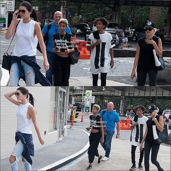 . 06/08 : Willow à été photographiée avec son frère et Kendall Jenner et Hailey Baldwin dans les rues à New York City.  Enfin Willow est enfin sortie de son trou, pour la tenue elle a fait dans le simple mais j'aime beaucoup le noir lui va vraiment bien!       .