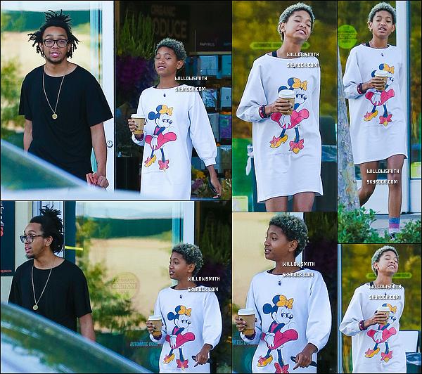 . 09/09 : Willow a été photographiée avec son frère et sa bande d'amis s'arrêtant prendre un café à Calabasas, Calif.  Willow était toute mignonne avec son t-shirt avec Minnie Mouse. J'aime beaucoup sa tenue puis elle est vraiment magnifique top!    .