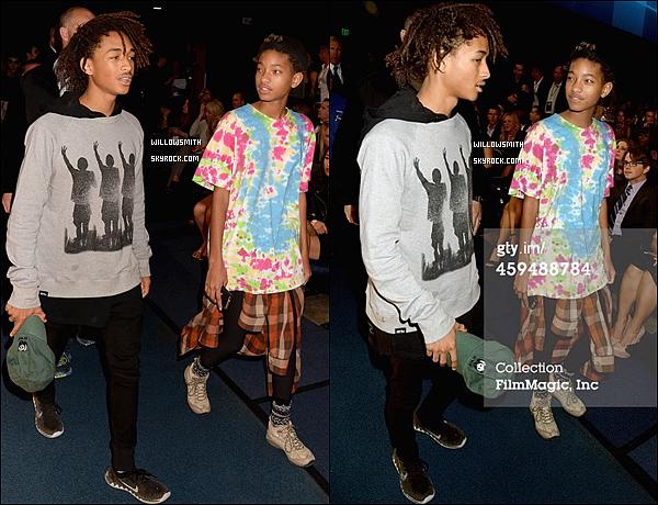 . 23/11 : Willow était présente pour accompagné Jaden lors des American Music Awards 2014 au Nokia Theatre L.A.  Juste 2 seules photos pfff, aucun red-carpet j'appelle ça de la merde. mais très content que Willow s'y est rendue tout de même !     .