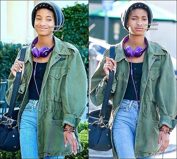. 20/12 : Willow à été photographiée il y a peu lorsqu'elle se promenait à Calabasas en Californie dans Los Angeles.  Willow était toute belle j'aime beaucoup son petit bonnet et sa tenue, c'est un top pour ma part.  Juste 2 photos de disponibles pff !   .