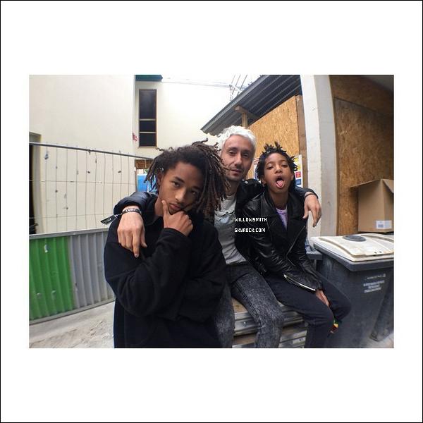......  Willow avec des fans à Paris + Willow et Jaden étaient au rassemblement a la place Vendôme et ont distribuer aux fans des pulls et des t-shirts de la marque MSFTS REP dans le 1er arrondissement dans la journée du 24 Mai. (Je n'ai malheureusement pas pu m'y rendre)    ......
