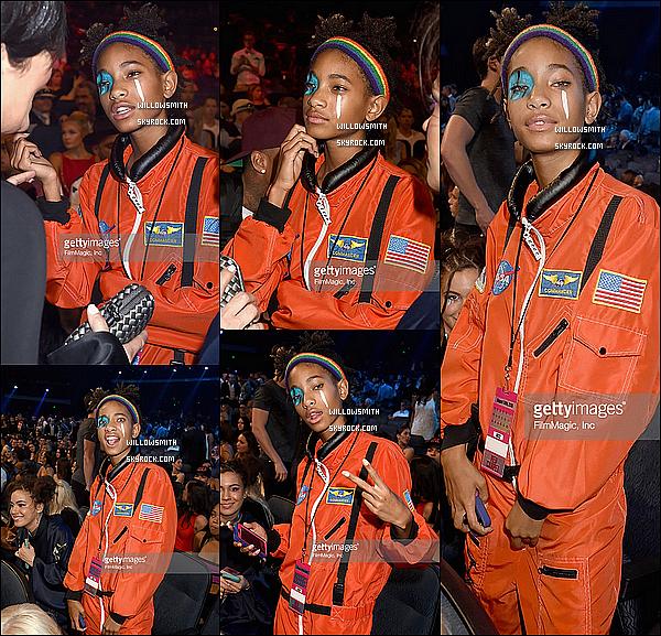 """. 30/08 : Willow et Jaden étaient à la cérémonie des """"MTV Vidéo Music Awards"""" au Microsoft Theater à Los Angeles. Willow était présente avec son frère et Telana. Elle a rencontrer des célébrités comme Rita Ora, Jared Leto, Miguel et d'autres !!     ."""