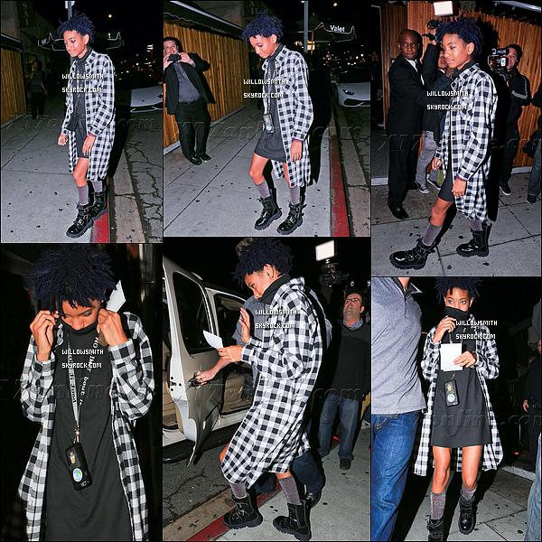 """. 02/11 : Willow à fêtée l'anniversaire de son amie Kendall Jenner dans la boîte de nuit """"The Nice Guy"""" à Los Angeles. Willow était toute souriante elle était tellement belle elle s'est d'ailleurs teint les cheveux en bleu violet pour l'occasion vos avis ??    ."""