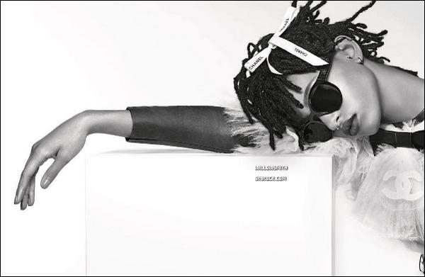 ......  Découvre la toute nouvelle campagne de notre belle égérie pour « Chanel Eyewear ».  Willow a une nouvelle fois posé pour la dernière campagne de la marque Chanel pour l'automne / Hiver 2016-2017. Elle est simplement magnifique !     ......