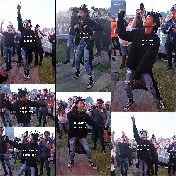 """. 08/07 : Willow son frère et son père ont été s'amuser au festival """"Wireless"""" au parc Finsbury situant à Londres, UK. Willow a été fêter l'anniversaire de son frère Jaden avec sa famille et ses amis. Will a performer sur scène au coté du dj Calvin Harris.    ."""