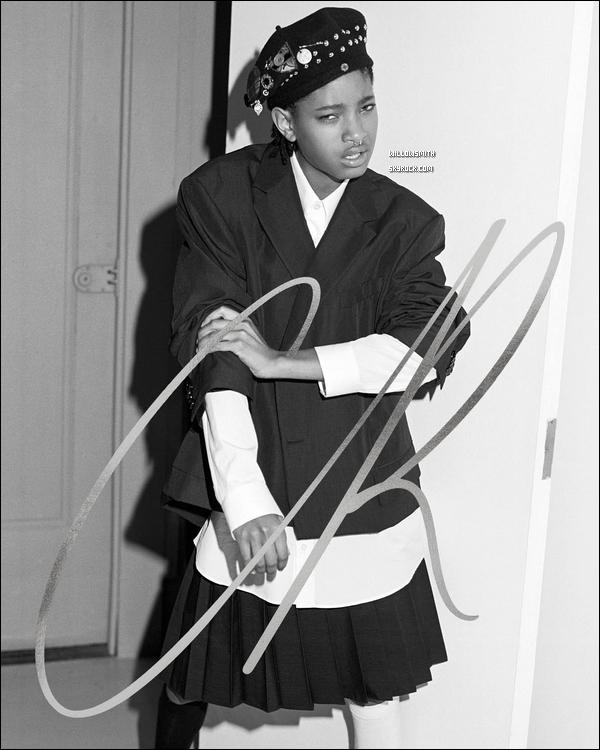 ......  Willow pose en vedette pour le prochain numéro du magazine, « CR Fashion Book » photographié par Bruce Weber et Carine Roitfeld en kiosque le 15 septembre prochain.    Willow a été maquillée par Asami Taguchi, coiffée par Marcia Hamilton, manucuré par Mei Kawajiri, et le design par Philipp Haemmerle. - Aimez-vous ?      ......