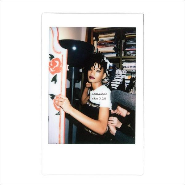 ......  De nouvelles photos de Willow sont apparues pour la campagne « ChanelEyeWear ».  Une nouvelle fois je suis fan du travail et du résultat de ses clichées par Karl Lagarfeld, j'adore ces photos elle est tellement fraîche en tant qu'égérie.    ......
