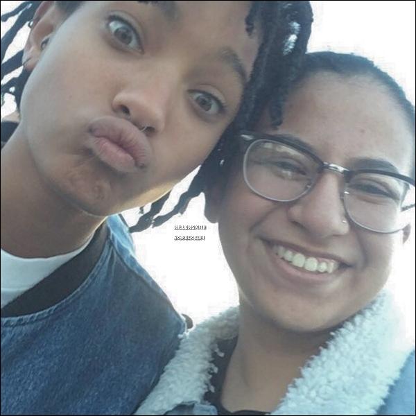 . 12/11 : Willow et Jaden ont fait un meet-up cette fois dans la ville de Malibu, Californie.  Vous pouvez le constater que Willow et Jaden donnent à chaque fois de leurs temps libre pour aller a la rencontre de leurs fans ♥!      .