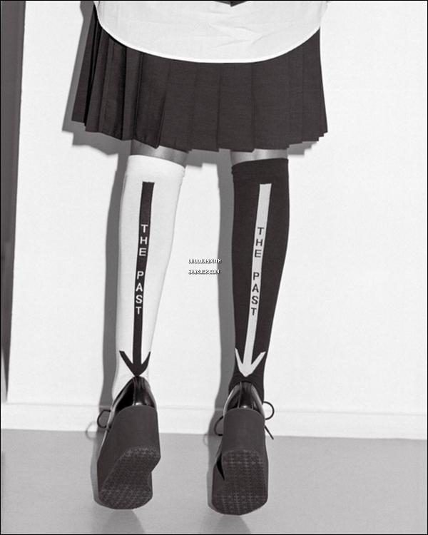 . Voici la dernière collection de chaussette de Willow en collaboration avec Stance Sock.  La collection nous envoie cette fois dans un monde extra-terrestre et expérimentale pas étonnant en connaissant les goûts de Willow. Elle est simplement parfaite, j'adore sa coiffure et son maquillage ! Aimez-vous cette nouvelle collection de chaussettes !?        .
