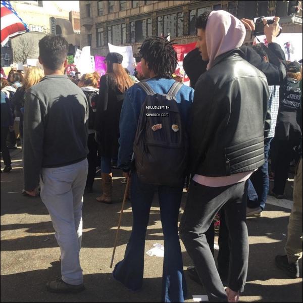 """. 21/01 : Notre Girl Power a été manisfesté a la """"Women's March"""" qui se tenait dans L.A  En réaction à l'investiture de Donald Trump beaucoup de personnes se sont rassemblés pour manifesté pour les droits des femmes.      ."""