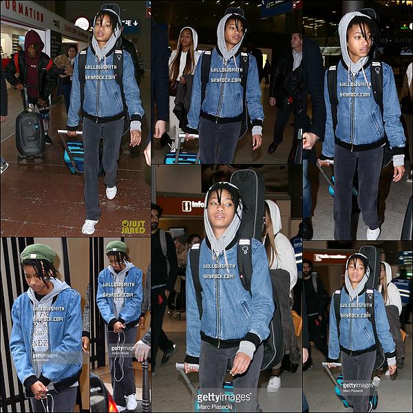 """. 06/03 : Plutôt dans la journée d'aujourd'hui, Willow Smith à été vue à l'aéroport """"Charles de Gaulle"""" à Paris, France. Willow est donc dans la capitale française surement pour assistée à la Fashion Week. Elle était accompagnée de Jordyn et Jaden.      ."""