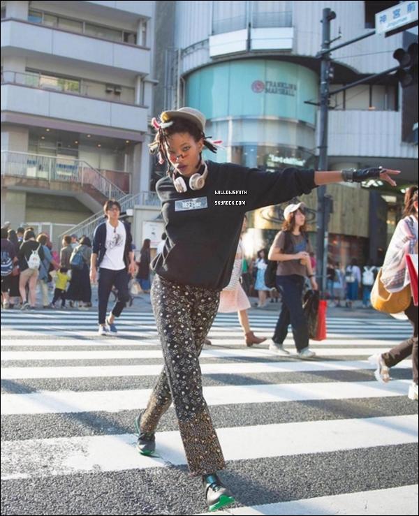 """. Voici enfin les sublimes photos de Willow Smith pour la version japonaise de """"VOGUE"""".  Les photos ont été tirés dans la ville de Harajuku au Japon. Je trouve Willow ultra divine sur ces clichées c'est mon coup de coeur !      ."""