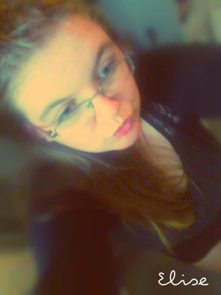 C'est tellement simple l'amour.. Tellement possible l'amour.. C'est tellement court une vie, tellement fragile aussi ..♥