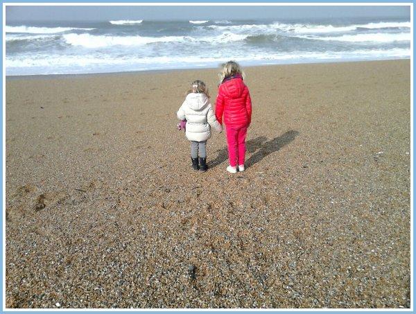 Rencontre et amitié de vacances....Juliette et Thaïs......