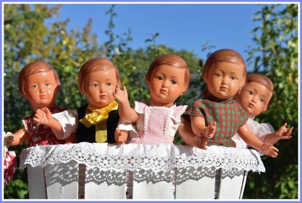 Bonjour, je vais mettre en ventes quelques Françoise cellulo 1951....Et poupées américaines....