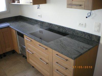 Plaque de cuisson fleur de plan granitset for Plan de travail inox pour plaque de cuisson