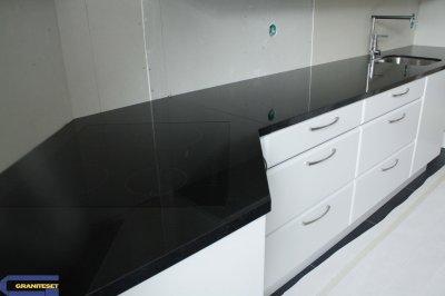 plan de travail noir absolu finition polie granitset. Black Bedroom Furniture Sets. Home Design Ideas
