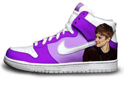 je kiffe ces chaussures...Je veux les même!!!