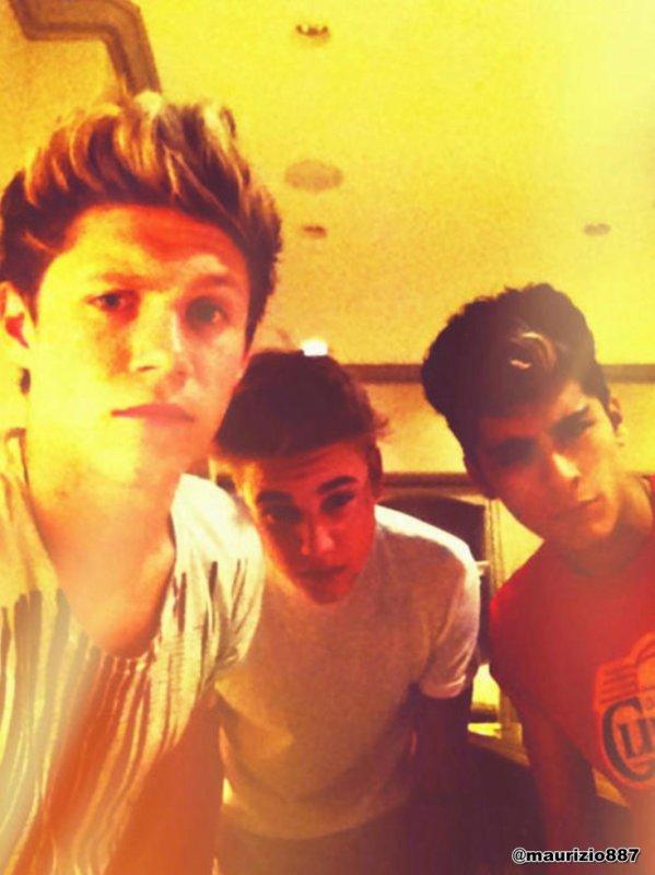 Hey hello tout le monde! j'ai créer une fiction sur Justin Bieber, Niall Horan et zayn malik. N'ésitez à aller voir! Mon nom c'est manonbieberhoran .