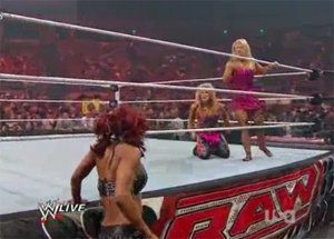 Combat Natalya contre Alicia Fox (RAW 24/10/2011)