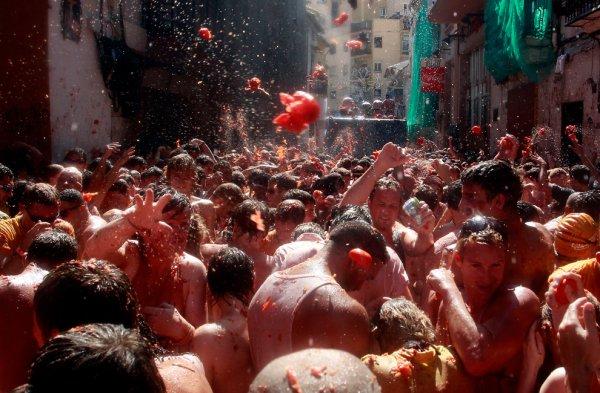 Tomatina Festival in Spane .2012