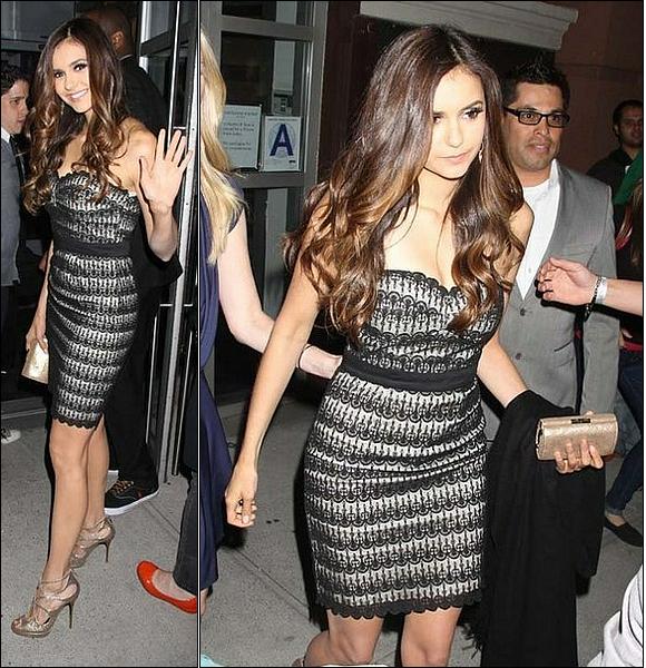 .::Candids Appearances::. Jeudi 17 Mai 2012 - CW Upfront After Party Nina quittant son hôtel à New York pour faire la fête avec son copain Ian Somerhalder, que l'on ne voit malheureusement pas dans les photos .Elle est toute mimi dans une robe N&B .