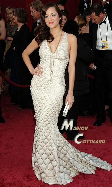 .::Sondage::. Qui a la plus belle robe de sirène ? Qui a les plus belles formes ? J'ai sélectionné pour vous les plus belles robes de sirènes (j'ai aussi mis une actrice française pour changer), vous aurez remarquez aussi que j'ai fais blanc,rouge,blanc,rouge c'est fait exprès x) Pour ma part celles qui ont des formes à tomber par terre son Shakira et Nina, mais ma robe préférée est celle d'Eva (: J'adore aussi celle de Nina mais pour une fois je vais être objective ^^ et pour vous se sont lesquelles?