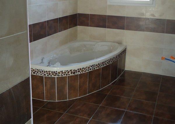 Fa ence salle de bain termin l 39 histoire de notre maison for Poser de la faience salle de bain