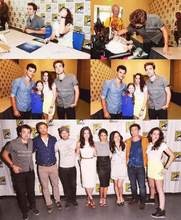 12 Juillet 2012 : Comic Con Breaking Dawn 2 (2)    Et voila les photos du dernier panel du cast de la saga Twilight ! Cette fois c'était questions/réponses  entre les acteurs et les fans... Ils étaient triste à l'idée que twilight c'est bientôt fini... Certains ont même pleurés...